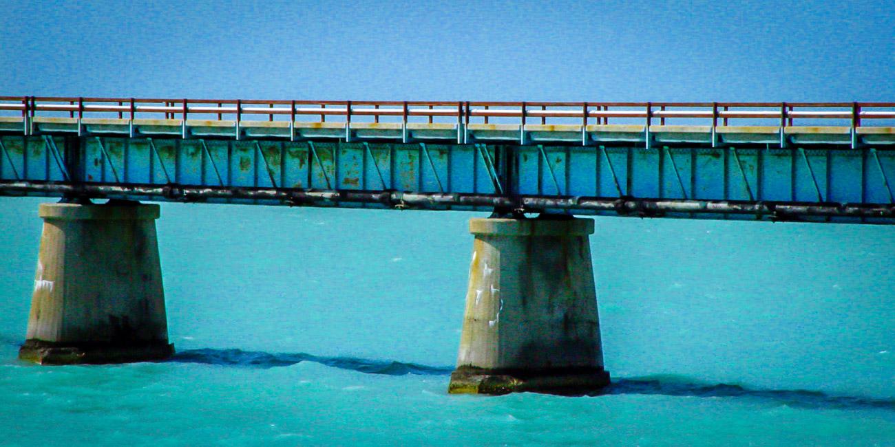 Uma das muitas pontes desativadas na Florida Keys