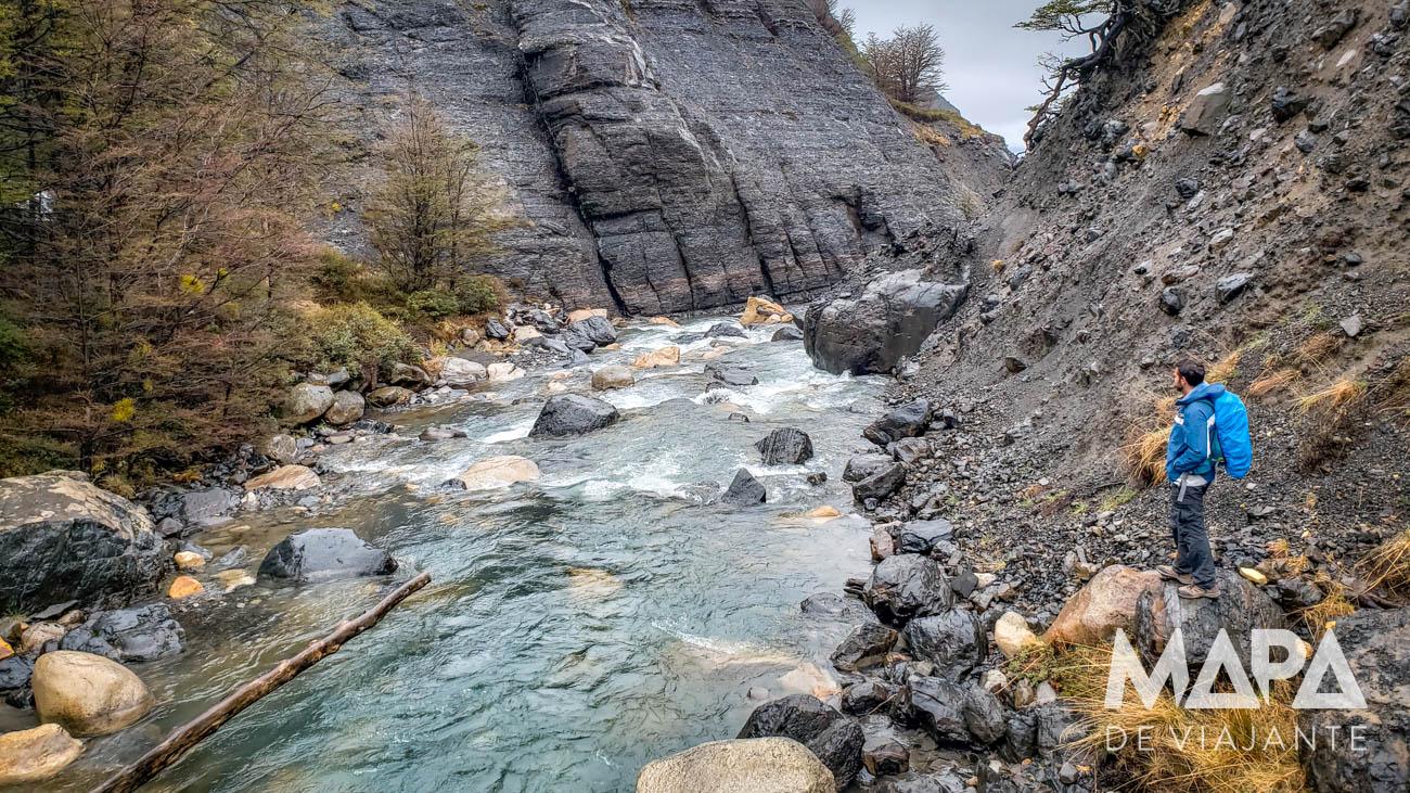 Trilha até a base das Torres del Paine