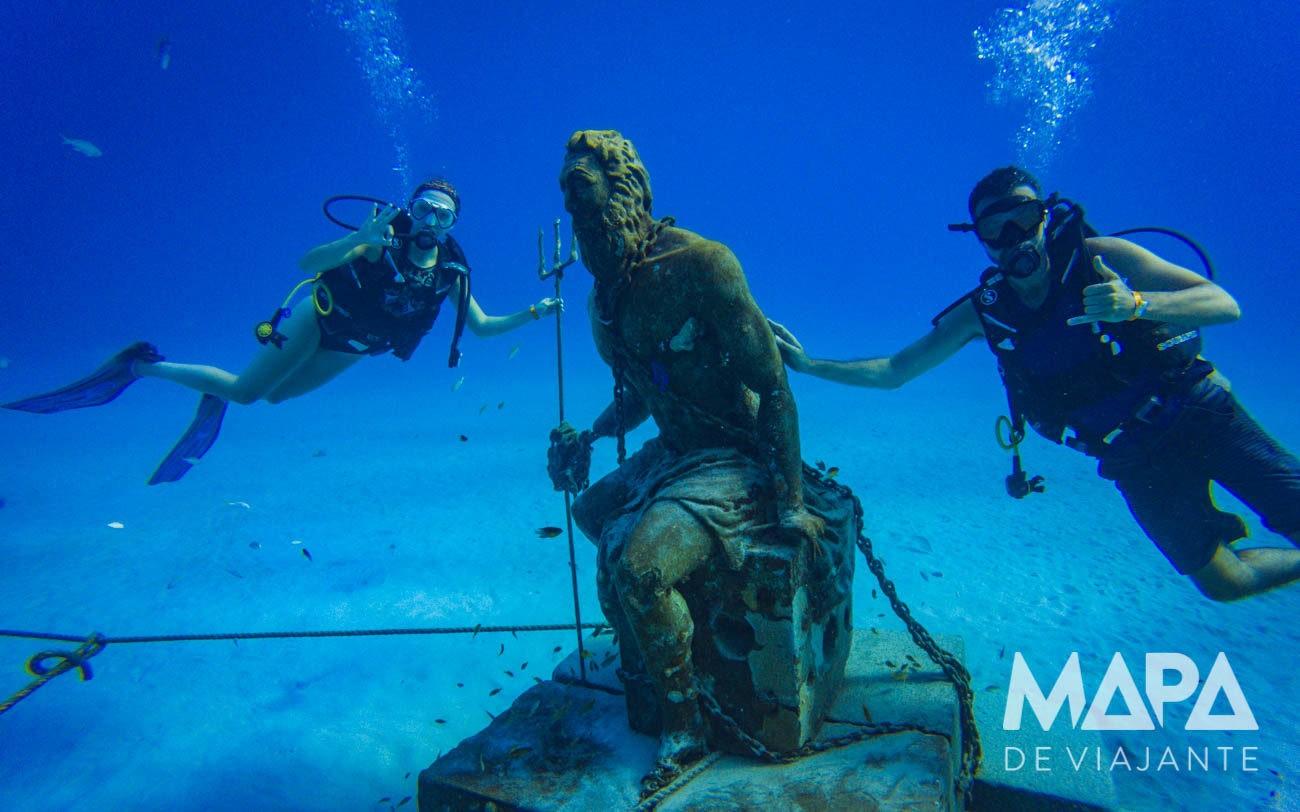 Estátua Poseidon em San Andrés